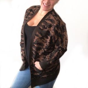 NWOT Forever 21 cozy camo open cardigan size large